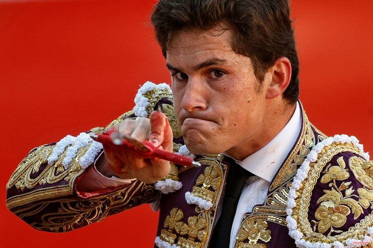 """Spanish bullfighter Daniel Luque aims his sword before killing a bull during a bullfight of the San Fermin festival, in Pamplona, Spain, Monday, July 7, 2014. Revelers from around the world arrive in Pamplona every year to take part on some of the eight days of the running of the bulls glorified by Ernest Hemingway's 1926 novel """"The Sun Also Rises."""" (AP Photo/Daniel Ochoa de Olza)"""