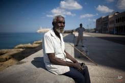 Farmer Elviro Arillano, 80, rests at the Malecon avenue in Havana, Thursday, Jan. 29, 2009. (AP Photo/Alexandre Meneghini)