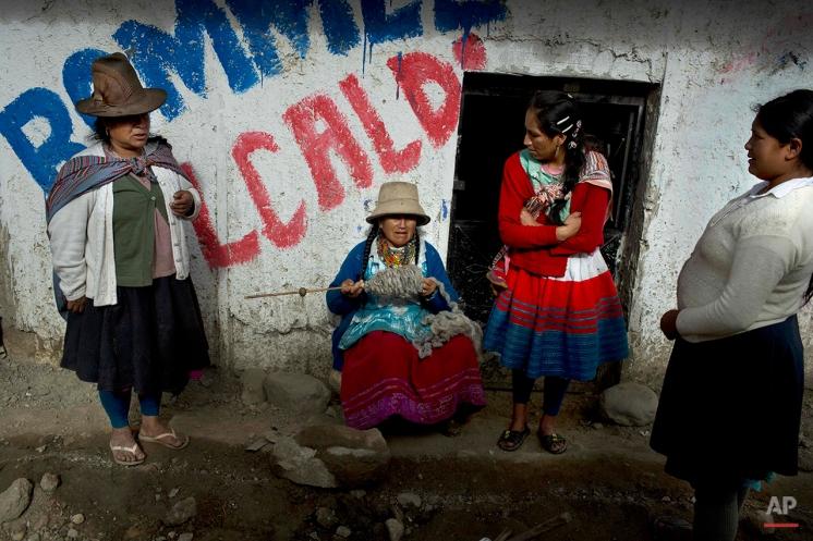 Women gather outside a house in Huaraz, Peru, Wednesday, Dec. 3, 2014. (AP Photo/Rodrigo Abd)