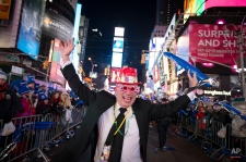 Ron Manvel, of Detroit, skips through a pedestrian thoroughfare during the New Year's Eve celebrations in Times Square, Tuesday, Dec. 31, 2013, in New York. (AP Photo/John Minchillo)