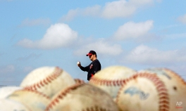 Minnesota Twins pitcher Matt Capps prepares to throw during a baseball spring training workout Monday, Feb. 27, 2012, in Fort Myers, Fla. (AP Photo/David Goldman)