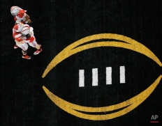 Ohio State's Nick Vannett celebrates his touchdown catch with teammates during the NCAA college football playoff championship game against Oregon Monday, Jan. 12, 2015, in Arlington, Texas. (AP Photo/Tony Gutierrez)