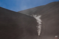 Honda rider Joan Barreda of Spain races during the fifth stage of the Dakar Rally 2015 between the cities of Copiapo and Antofagasta, Chile, Thursday, Jan. 8, 2015. (AP Photo/Felipe Dana)