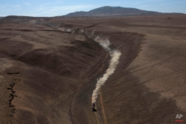 KTM rider Pablo Quintanilla of Chile races during the sixth stage of the Dakar Rally 2015 between the cities of Antofagasta and Iquique, Chile, Friday, Jan. 9, 2015. The race will finish on Jan. 17, passing through Bolivia and Chile before returning to Argentina where it started. (AP Photo/Felipe Dana)