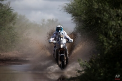 KTM rider Hans Vogels, from the Netherlands, races during the eleventh stage of the Dakar Rally between the cities of Termas de Rio Hondo and Rosario, Argentina, Friday, Jan. 16, 2015. The race returned to Argentina after passing through Bolivia and Chile and will finish on Jan. 17 in Buenos Aires. (AP Photo/Felipe Dana)