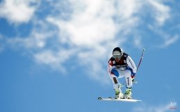 Switzerland's Beat Feuz races down the course during the downhill portion of the men's Alpine combined competition at the Alpine skiing world championships on Sunday, Feb. 8, 2015, in Beaver Creek, Colo. (AP Photo/John Locher)