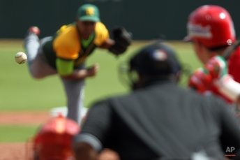 Cuba starting pitcher Freddy Asiel Alvarez throws the ball in the second inning during a Caribbean Series baseball game against Mexico, in San Juan, Puerto Rico, Monday, Feb. 2, 2015. (AP Photo/Ricardo Arduengo)
