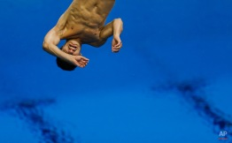 Mexican diver Daniel Islas Arroyo trains at the 2012 Summer Olympics, Sunday, July 22, 2012, in London. (AP Photo/Ben Curtis)