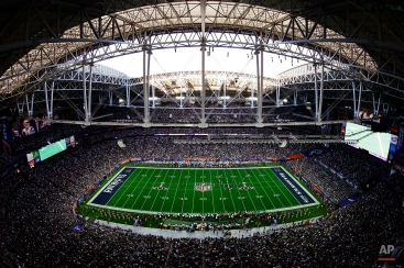 The New England Patriots and Seattle Seahawks compete during the first half of NFL Super Bowl XLIX football game, Sunday, Feb. 1, 2015, in Glendale, Ariz. (AP Photo/Morry Gash)