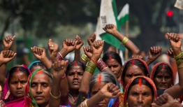 Indian farmers raise their fists during a protest against the government's proposed move to ease rules for acquiring land to facilitate infrastructure projects in New Delhi, India, Wednesday, Feb. 25, 2015. (AP Photo/Manish Swarup)