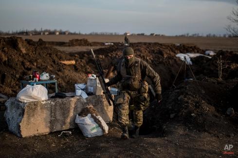 A Ukrainian serviceman guards positions in the village of Shyrokyne near Mariupol, eastern Ukraine, Wednesday, Feb. 25, 2015. (AP Photo/Evgeniy Maloletka)