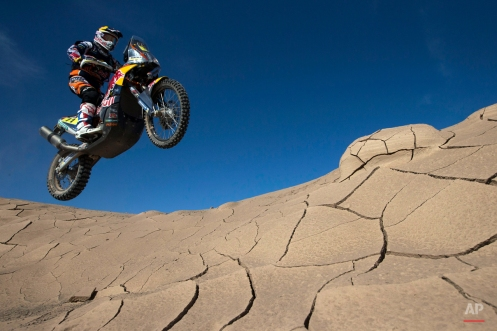 KTM rider Ruben Faria of Portugal races during the sixth stage of the Dakar Rally 2015 between the cities of Antofagasta and Iquique, Chile, Friday, Jan. 9, 2015. (AP Photo/Felipe Dana)