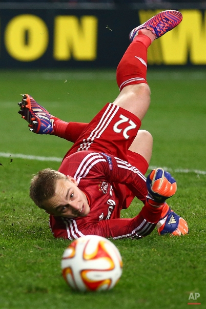 Ajax's goalkeeper Jasper Cillessen saves during a Europa League, round of 16 second leg soccer match between Ajax and Dnipro Dnipropetrovsk at ArenA stadium in Amsterdam, Netherlands, Thursday, March 19, 2015. (AP Photo/Peter Dejong)