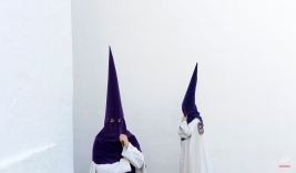 """Hooded penitents from """"La Sangre"""" brotherhood take part during a Holy Week procession in Cordoba, Spain, Tuesday, March 31, 2015. Hundreds of processions take place throughout Spain during the Easter Holy Week. (AP Photo/Manu Fernandez)"""