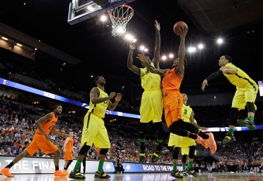 Oklahoma State guard Le'Bryan Nash, second from right, drives to the basket against Oregon forward Jordan Bell during the first half of an NCAA tournament college basketball game in the Round of 64, Friday, March 20, 2015, in Omaha, Neb. (AP Photo/Charlie Neibergall)