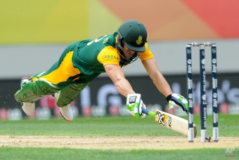 South Africa's Francois Du Plessis dives to make his ground while batting against New Zealand during their Cricket World Cup semifinal in Auckland, New Zealand, Tuesday, March 24, 2015. (AP Photo/Ross Setford)