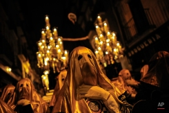 """Masked penitents take part in the procession of the """"La Dolorosa"""" brotherhood, in Pamplona northern Spain, Friday, March 20, 2015, a large week prior to celebrate Holy Week. (AP Photo/Alvaro Barrientos)"""