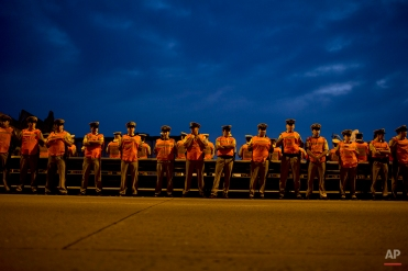 Police stand on a bridge as demonstrators block a highway during a transportation strike in Buenos Aires, Argentina, Tuesday, March 31, 2015. (AP Photo/Natacha Pisarenko)