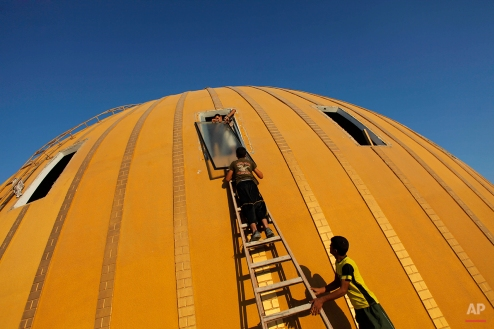 """Palestinians work to maintain """"The dome"""" mosque in Khan Younis, Gaza Strip on Sept. 15, 2011. (AP Photo/Bernat Armangue)"""