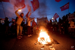 Demonstrators shout slogans at a blockade on the Pan-American highway during a transportation strike in Buenos Aires, Argentina, Tuesday, March 31, 2015. (AP Photo/Victor R. Caivano)