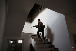 An Iraqi soldier searches for fighters of Islamic State group in Tikrit, 80 miles (130 kilometers) north of Baghdad, Iraq, Monday, March 30, 2015. (AP Photo/Khalid Mohammed)
