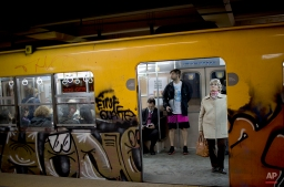 People wait for a subway train to take off in Buenos Aires, Argentina, Wednesday, Sept. 17, 2014. (AP Photo/Natacha Pisarenko)