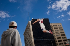 A headless mural of Los Angeles Clippers' Blake Griffin is painted on the facade of a building as part of an advertisement, Monday, Feb. 23, 2015, in Los Angeles. Griffin recently had surgery to remove a staph infection from his right elbow. (AP Photo/Jae C. Hong)