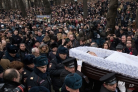 People follow the coffin of Boris Nemtsov during a farewell ceremony at the Sakharov center in Moscow, Russia, Tuesday, March 3, 2015. (AP Photo/Pavel Golovkin)
