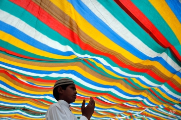 An Indian Muslim devotee prays at the shrine of Khwaja Moinuddin Chishti during Urs festival in Ajmer, Rajasthan, India, Wednesday, April 22, 2015. Thousands of Sufi devotees from different parts of India travel to the shrine for the annual festival, marking the death anniversary of the saint. (AP Photo/ Deepak Sharma)
