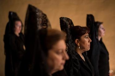 "In this photo taken on Thursday, April 2, 2015, women wearing the traditional mantilla take part in the procession of the ""Exaltacion de La Santa Cruz"" brotherhood, during Holy Week in Zaragoza, northern Spain. (AP Photo/Alvaro Barrientos)"