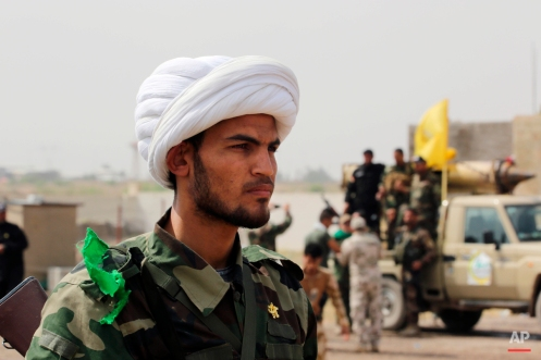Shiite militiamen prepare to attack Islamic State extremists during clashes to regain the city of Tikrit, 80 miles (130 kilometers) north of Baghdad, Iraq, Monday, March 30, 2015. (AP Photo/Khalid Mohammed)