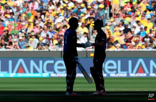 New Zealand's Grant Elliott and Dan Vettori talk while batting against Australia during the Cricket World Cup final in Melbourne, Australia, Sunday, March 29, 2015. (AP Photo/Rick Rycroft)