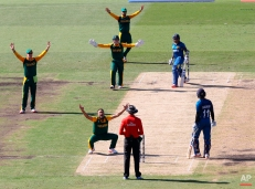 South Africa's Imran Tahir, bottom, appeals with his teammates for a wicket during their Cricket World Cup quarterfinal match against Sri Lanka in Sydney, Australia, Wednesday, March 18, 2015. (AP Photo/Rick Rycroft)