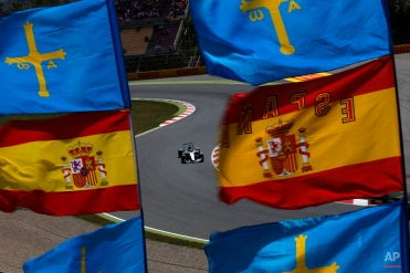 Mercedes driver Britain's Lewis Hamilton steers his car during the third free practice for the Spanish Formula One Grand Prix at the Barcelona Catalunya racetrack in Montmelo, just outside Barcelona, Spain, Saturday, May 9, 2015. (AP Photo/Emilio Morenatti)