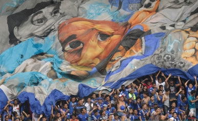 Fans of Ecuador's Emelec display a giant flag during a Copa Libertadores soccer match against Chile's Universidad de Chile in Guayaquil, Ecuador, Wednesday, April 22, 2015. Emelec defeated Universidad de Chile by 2-0 and made it to the next round. (AP Photo/Dolores Ochoa)