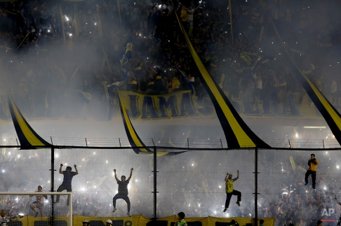 Boca Juniors fans cheer their team before a Copa Libertadores round of sixteen soccer match against River Plate in Buenos Aires, Argentina, Thursday, May 14, 2015. (AP Photo/Natacha Pisarenko)