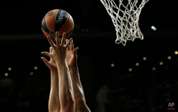 CSKA Moscow's Kyle Hines, right, in action with Olympiacos' Dimitris Agravanis, left, during the Euroleague Final Four semifinal basketball match between CSKA Moscow and Olympiacos in Madrid, Spain, Friday, May 15, 2015. (AP Photo/Andres Kudacki)
