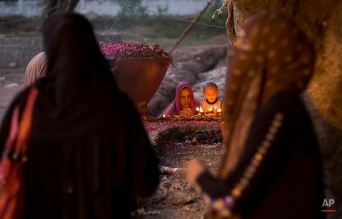 Pakistani Muslim devotees visit and pray at a local shrine in suburbs of Islamabad, Pakistan, June 11, 2015. (AP Photo/B.K. Bangash)