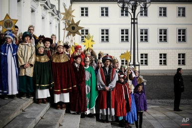 Carolers sing during their visit at Germany's President Joachim Gauck's residence, the Bellevue palace in Berlin, Germany, Jan. 6, 2014. (AP Photo/Markus Schreiber)