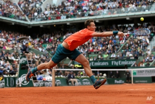 Tomas Berdych of the Czech Republic returns the ball to France's Jo-Wilfried Tsonga during their fourth round match of the French Open tennis tournament at the Roland Garros stadium, Sunday, May 31, 2015 in Paris, France. (AP Photo/David Vincent)