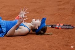 France's Alize Cornet celebrates winning her third round match of the French Open tennis tournament against Croatia's Mirjana Lucic-Baroni in three sets 4-6, 6-3, 7-5, at the Roland Garros stadium, Paris, France, Friday, May 29, 2015. (AP Photo/Thibault Camus)