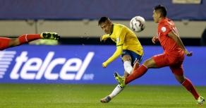 Brazil's Neymar kicks the ball through two Peruvian players during a Copa America Group C soccer match at the Bicentenario Germ·n Becker stadium in Temuco, Chile, Sunday, June 14, 2015. (AP Photo/Jorge Saenz)