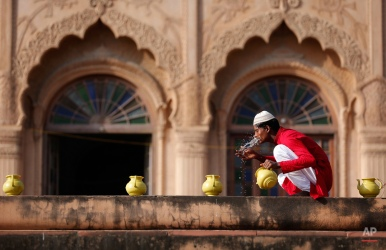 An Indian man wash himself before offering prayers at Amjad Ali Shah Mausoleum during Eid-al-Adha in Lucknow, India, Friday, Sept. 25, 2015. Eid al-Adha, or the Feast of the Sacrifice, is celebrated to commemorate the prophet Ibrahim's faith in being willing to sacrifice his son on God's command. (AP Photo/Rajesh Kumar Singh)