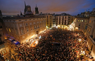 """People hold words meaning """"independence and Disobedience"""" during a rally in Barcelona, Spain, Tuesday, Oct. 13, 2015. Thousands of pro-Catalan independence supporters are protesting the opening of a court investigation into the regional governmentís staging of a symbolic referendum on secession from Spain last year. (AP Photo/Manu Fernandez)"""