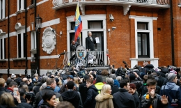 """Wikileaks founder Julian Assange speaks on the balcony of the Ecuadorean Embassy in London, Friday, Feb. 5, 2016. A U.N. human rights panel says WikiLeaks founder Julian Assange, who has been squirreled away inside the Ecuadorean Embassy in London to avoid questioning by Swedish authorities about sexual misconduct allegations, has been """"arbitrarily detained"""" by Britain and Sweden since December 2010. The U.N. Working Group on Arbitrary Detention said his detention should end and he should be entitled to compensation. (AP Photo/Kirsty Wigglesworth)"""