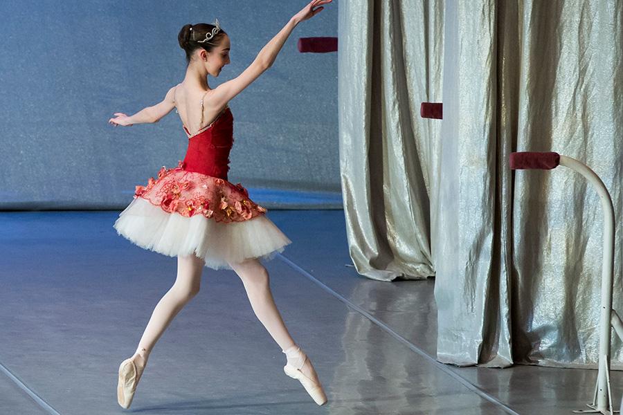 US Teen Pursues Ballerina Dream at Russia's BolshoiAcademy