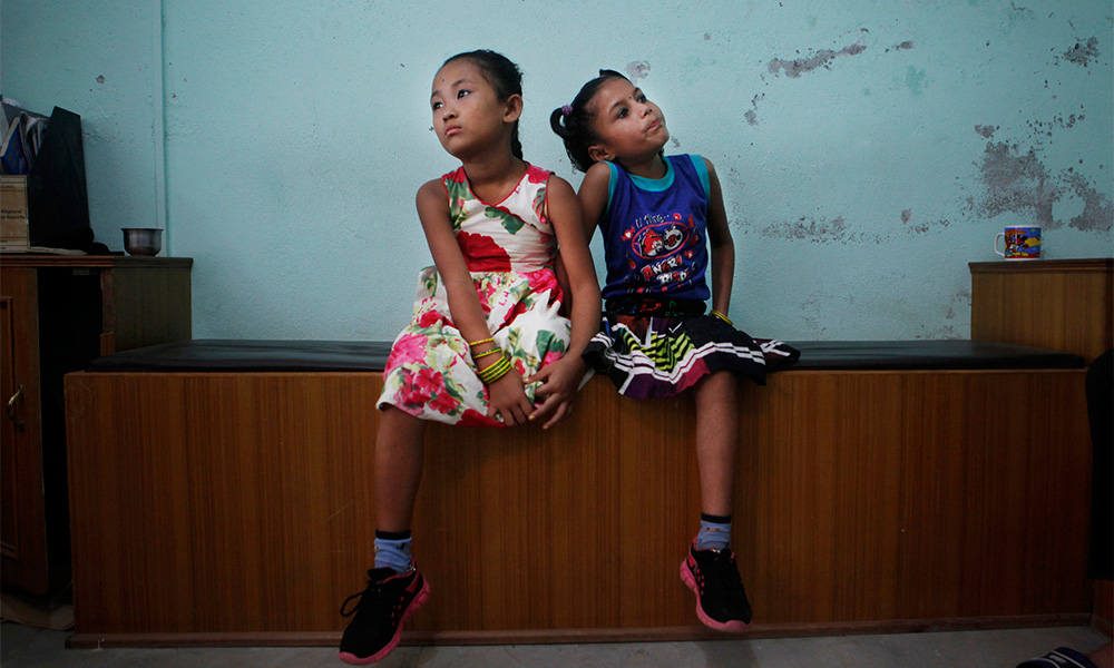 Photographer's View of Young Nepal Quake Victims'Friendship