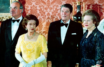 In a June 10, 1984 photo, Britain's Queen Elizabeth II, second left, stands with, West German Chancellor Helmut Kohl, left, U.S. President Ronald Reagan, second right, and Britain's Prime Minister Margaret Thatcher at London's Buckingham Palace, prior to a dinner for summit leaders. (AP Photo)