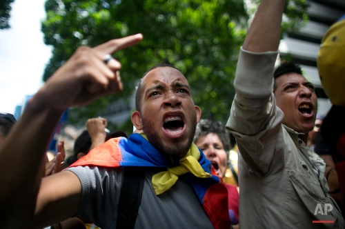 """Opposition protesters shout out """"Maduro"""" during a demonstration demanding the government pursue a referendum to recall President Nicolas Maduro, in Caracas, Venezuela, Wednesday, May 25, 2016. (AP Photo/Ariana Cubillos)"""