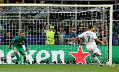 Real Madrid's Cristiano Ronaldo scores the decisive penalty kick during the Champions League final soccer match between Real Madrid and Atletico Madrid at the San Siro stadium in Milan, Italy, Saturday, May 28, 2016. Real Madrid won 5-4 on penalties after the match ended 1-1 after extra time. (AP Photo/Luca Bruno)